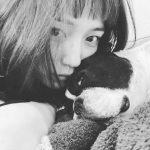 【川口春奈】「生きるのが少し苦しくなる時がある」心情吐露も愛犬に癒やされ「また明日から闘います」 [爆笑ゴリラ★]