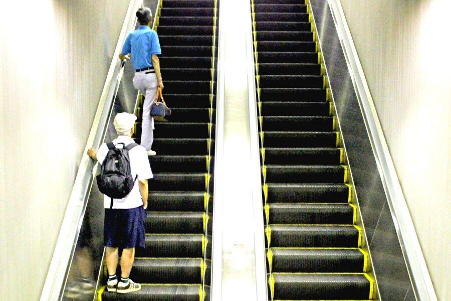 エスカレーターは「止まって乗る」 埼玉で全国初の条例となるか