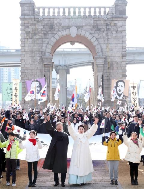 【歴史を忘れた韓国】反中の象徴・独立門の前で反日万歳を叫んだ文大統領