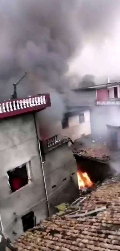 【江西省吉安市】中国、航空機が街中に墜落爆発、死傷者多数 「爆発の音が大き過ぎて2km離れた所でも聞こえた」