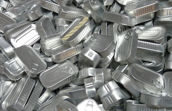 【画像】防災プロ『オイル漬けのツナ缶は簡易的なライトになるで!』→結果w