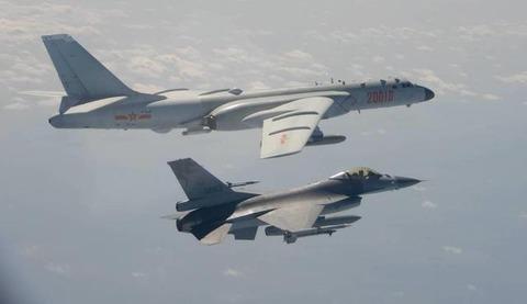【開戦まで秒読み】中国軍20機、台湾の防空識別圏に入る…米台協力に反発か