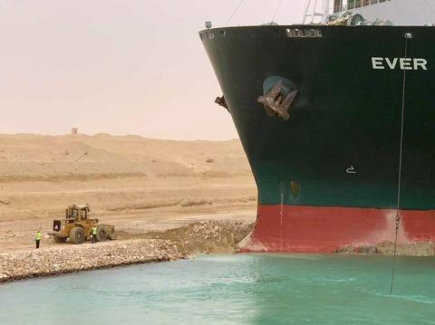 【朗報】米軍「軍艦でスエズ運河のコンテナ船を押し出してやるよ」無償支援を表明! かっけぇ!!