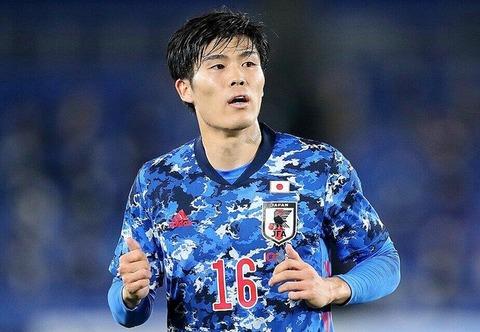 【悲報】冨安健洋「歯半分折れた」 韓国選手の左腕直撃で流血