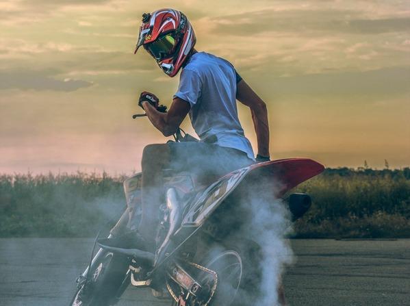 【GIF動画】昭和の仮面ライダーの撮影、狂ってるwwwwww