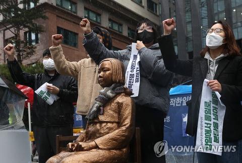 【韓国・ソウル】日本大使館前で「オンライン万歳デモ」参加者、日本に謝罪求める