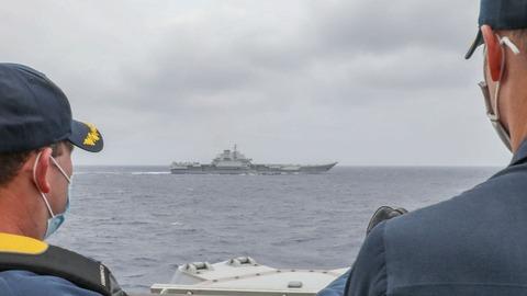 【シーレーン】米イージス駆逐艦、中国空母と並走 米誘導ミサイル駆逐艦が中国空母を追跡しそして大胆な写真掲載