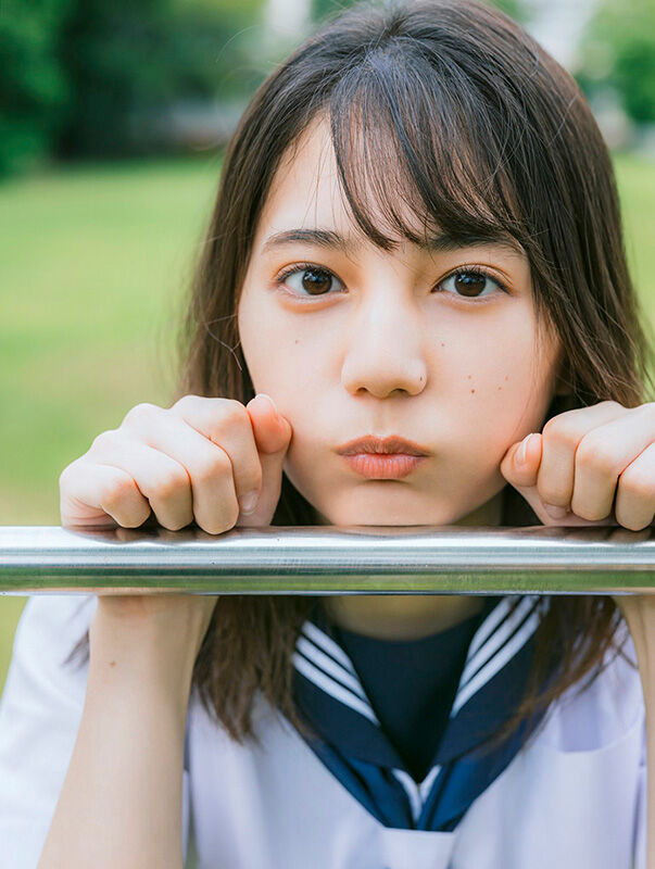 """小坂菜緒さん1st写真集発売も""""ある複雑な気持ち""""を吐露するファン続々?"""