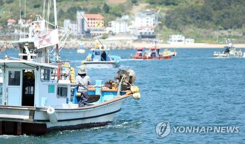 【アルバイト】韓国漁師が海上デモ 海洋放出決定に抗議