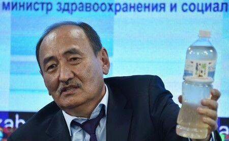 キルギス保健相、トリカブトを飲む「これでコロナが治る」「大勢の受刑者の治療に使った」