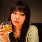 【画像】男が女に酒を奢るバー、女しか居なくなるww