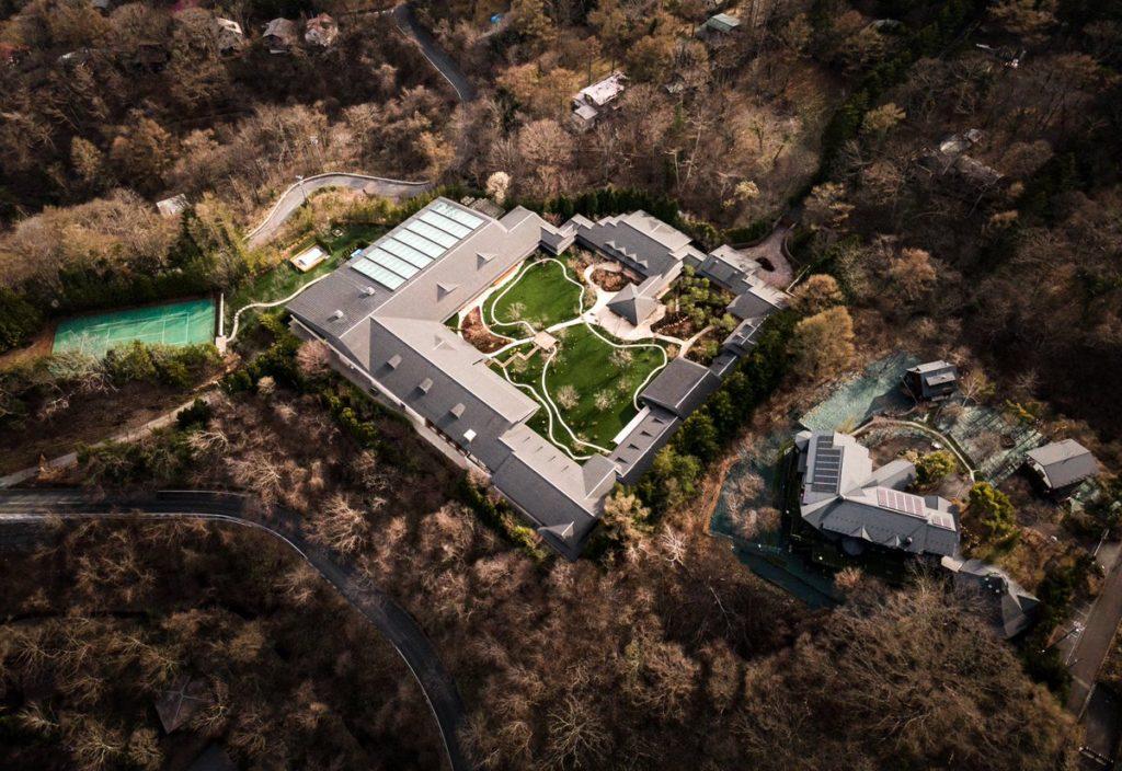 【画像】軽井沢のビルゲイツの別荘が完成→めちゃめちゃ凄すぎると話題に