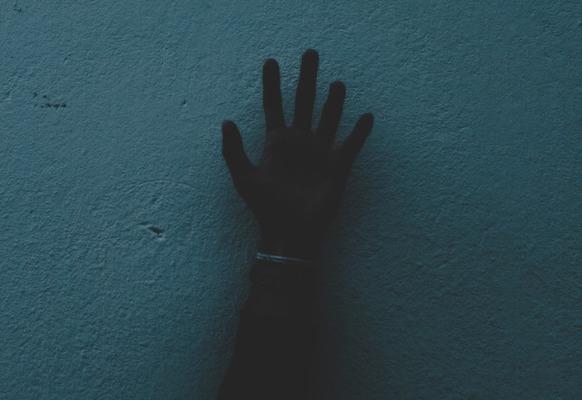 【画像】「一カ月間暗闇に監禁したし、何度も氷水に沈めてやった」