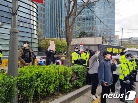 【韓国】処理水放流に抗議する韓国デモ団体、ソウルの日本大使館前 「不法占拠」