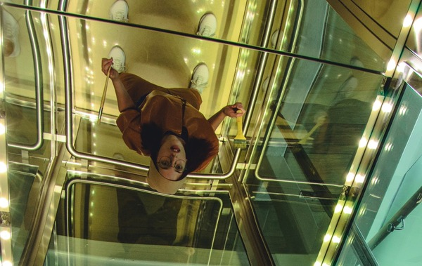 【画像】絶対に1階に降りてはいけない建物、発見されてしまう…
