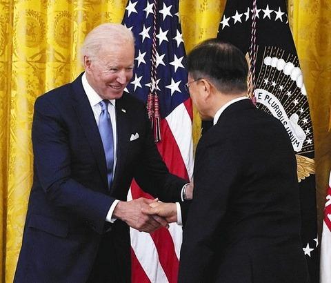 【米韓首脳会談】マスクなし、握手あり、全員ワクチン接種済み 日米「戒厳」会談とは一変