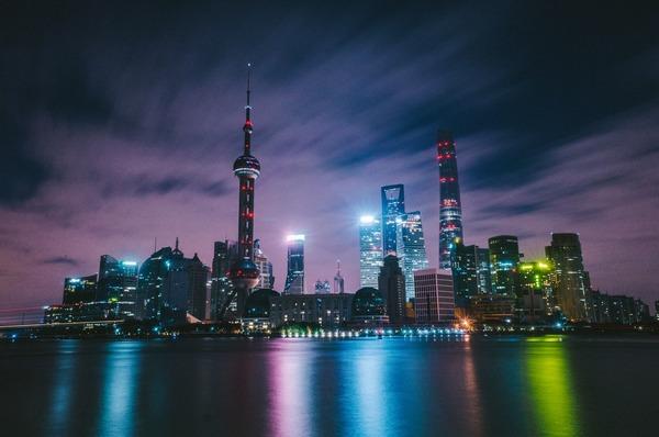 【画像】上海さん、最新技術で夜空にQRコードを浮かべてしまうwwwwww