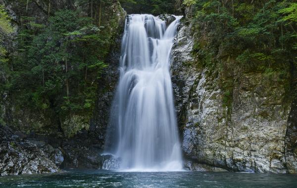 【画像】乃木坂46さん、過酷な滝行に挑んだ結果がヤバ過ぎるwwwwwww