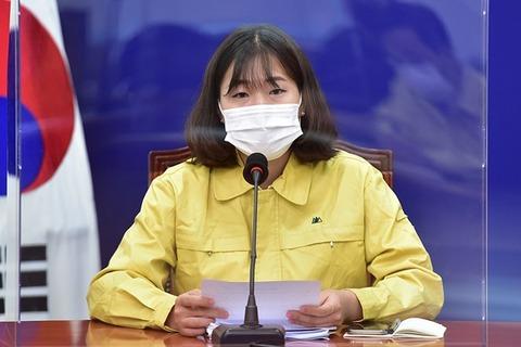 【韓国】文大統領、秘書官に25歳の現役女子大生を抜擢し若者にアピール ネチズン激怒