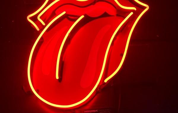 【画像】口の中の舌のベストポジションがこれらしい!!