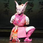 吉岡里帆、ピンクのキュートな狐姿で「コンっ!」