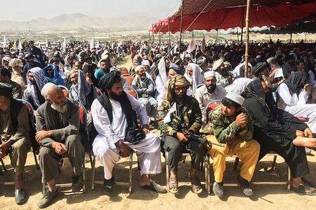 【アフガン】タリバン、首都近郊で大集会 男性限定、「米負けた」と歌う